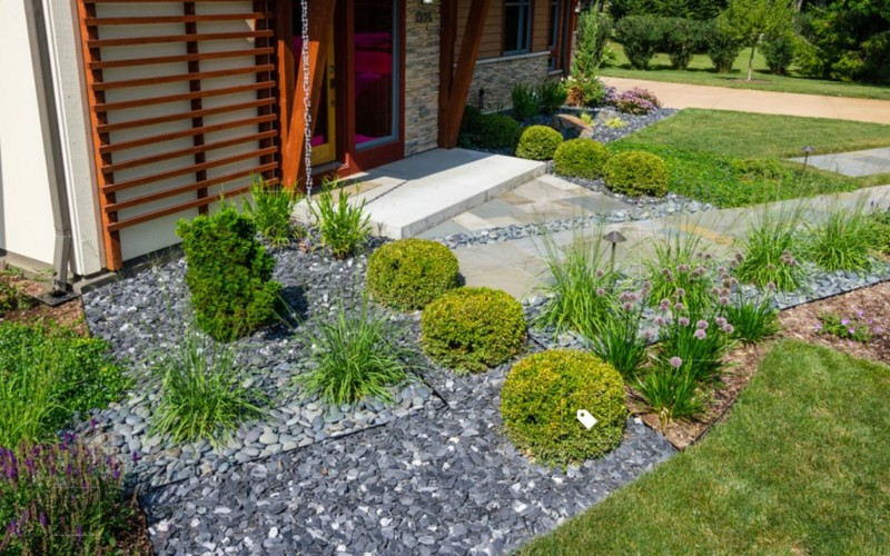 25 rock garden designs landscaping ideas for front yard for Decorative landscaping rocks