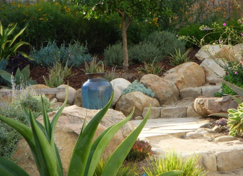 25 rock garden designs landscaping ideas for front yard for Decorative boulders for yard