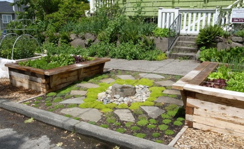 25 rock garden designs landscaping ideas for front yard for Front garden bed ideas