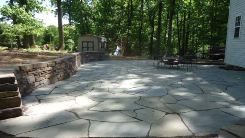 20 best stone patio ideas for your backyard home and for Flagstone designs