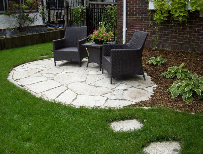 Exceptionnel Small Stone Patio