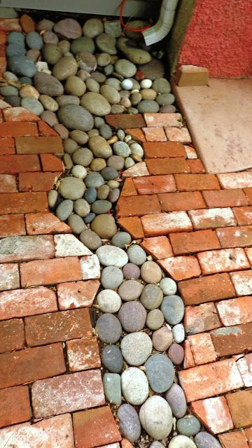 Small gutter system with rocks