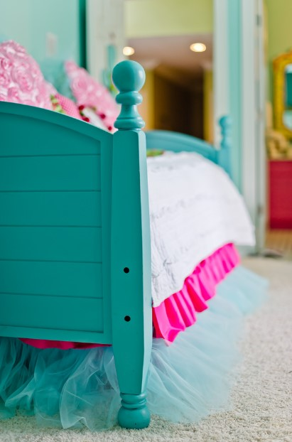 turquoise bed with great accents