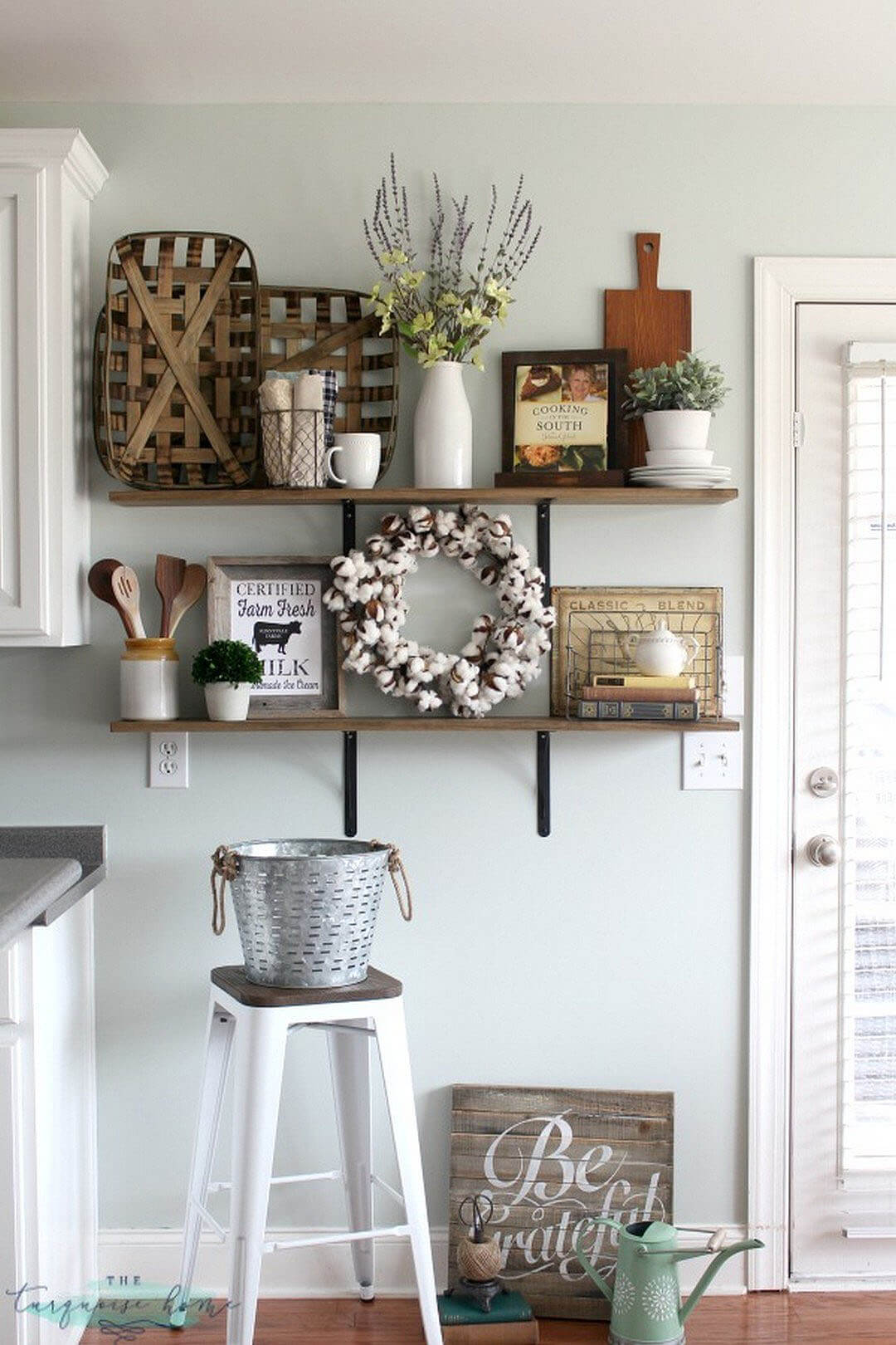 kitchen-wall-decor-ideas Again, a shelve
