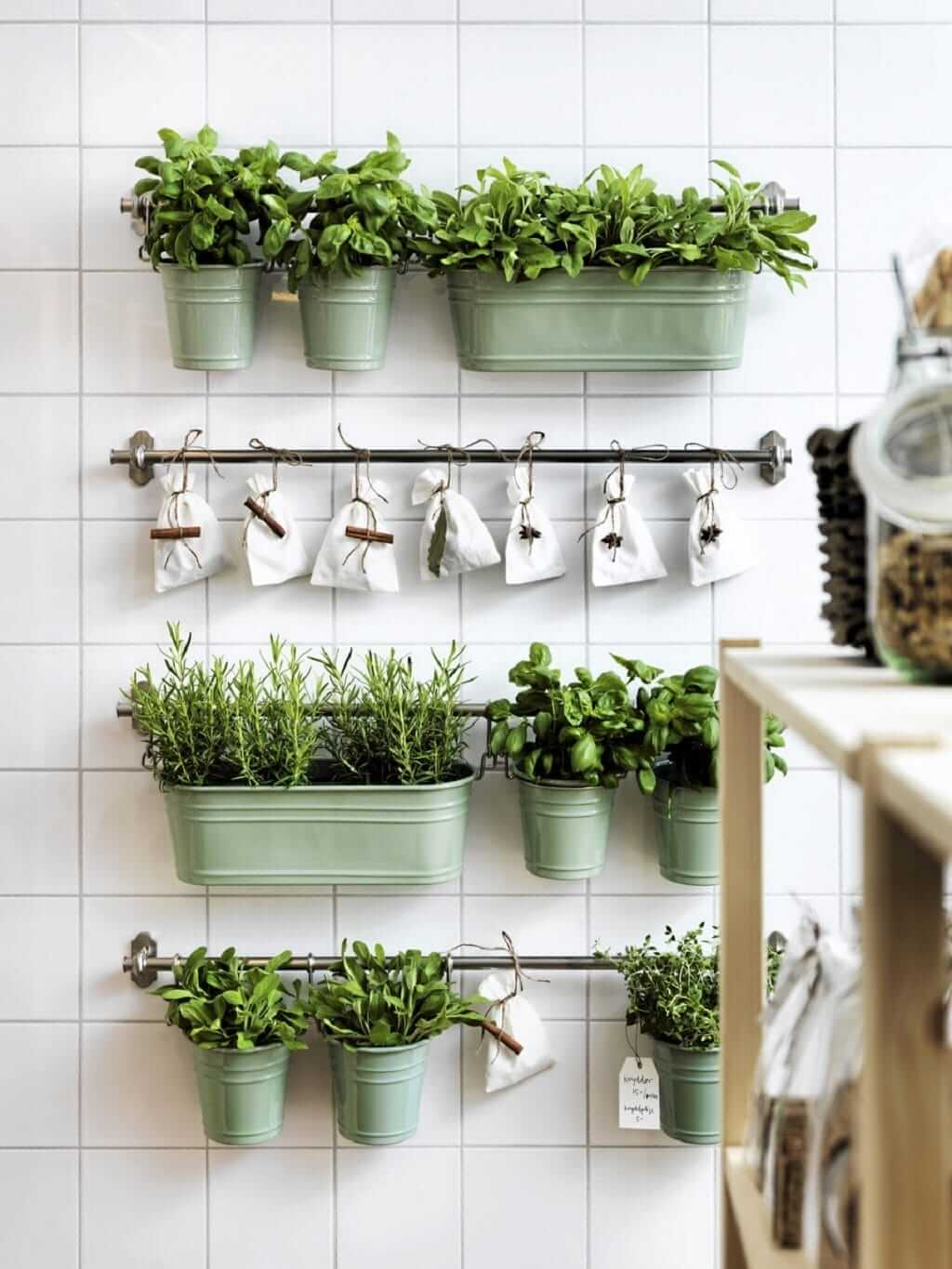 kitchen-wall-decor-ideas The hanging garden of your kitchen
