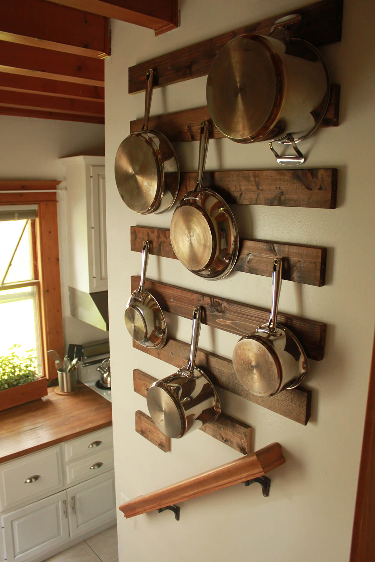 kitchen-wall-decor-ideas The utensils rack