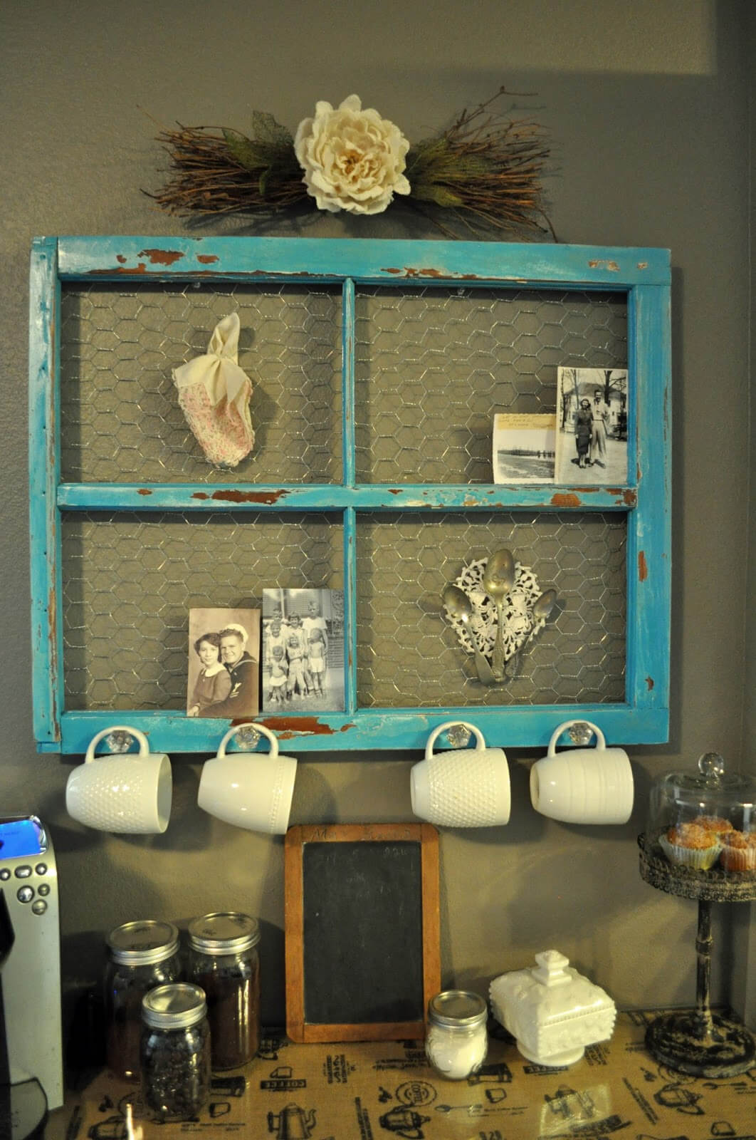 kitchen-wall-decor-ideas The vintage shelf