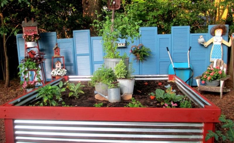 Corrugated Metal & Wood Garden Bed Tutorial