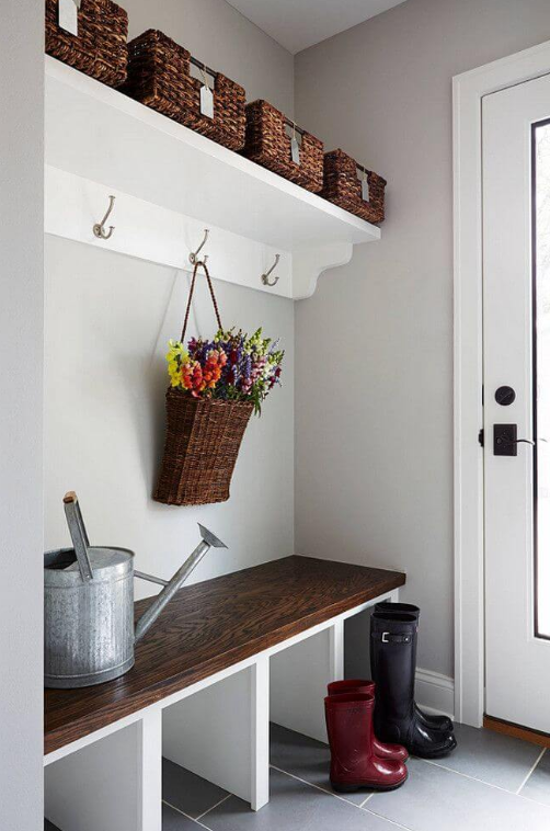 Contemporary and Simple Mudroom Decor