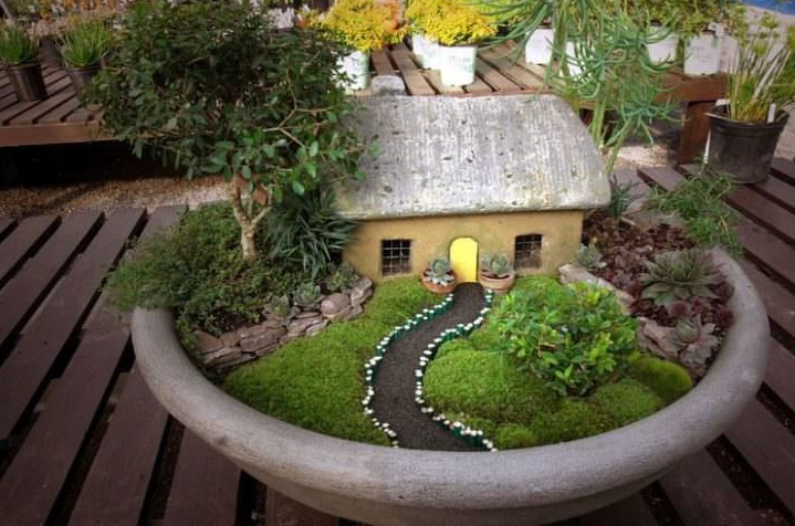 Outdoor Moss Decorative Ideas 19