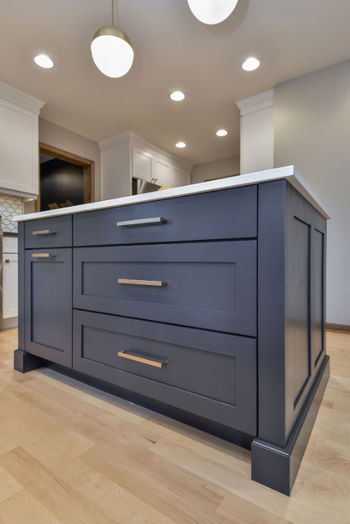 SHADE OF GRAY Kitchen Island