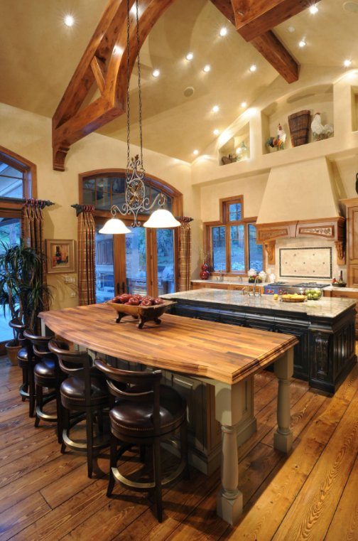 WARM & INVITING KITCHEN ISLAND