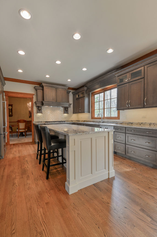 WHEATON TRADITIONAL KITCHEN ISLAND